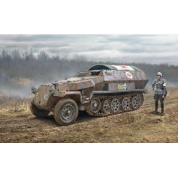IT7077 Sd.Kfz. 251/8 AMBULANCE